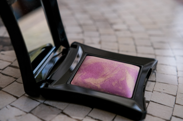 No one talks about… Illamasqua Beyond Powder in OMG Burst – review,swatches