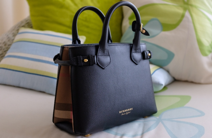 Review | Burberry  Derby Small Banner Tote Bag