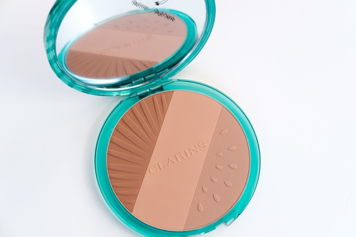 Review, Swatches | Clarins Bronzing Compact Frozen Summer 2021Collection